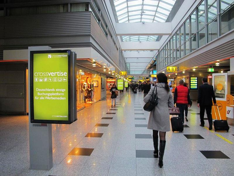 dooh-adwalk-crossvertise