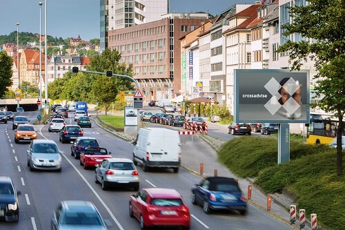 Plakatwerbung auf Mega-Light-Boards