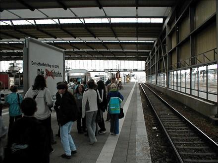 Hbf, Bstg. 13/14, Sicht Gleis 14, 09111, Stadtmitte