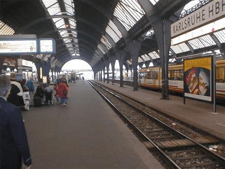 Hbf, Zw.-Bstg., Gleis 6, 2.Sto., 76137, Südstadt