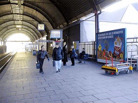 Hbf, Bstg., Gleis 1, Hallenwand, 3. Sto., 41061, Stadtmitte