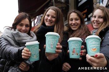 Werbung auf Kaffeebechern